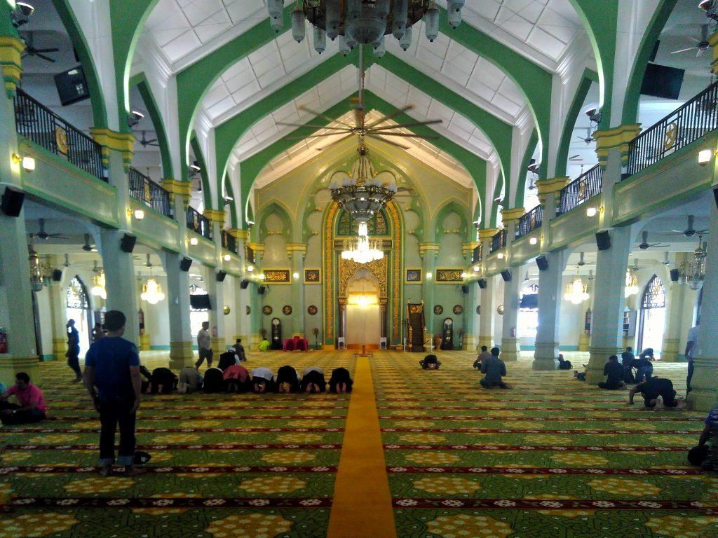 Bagian dalam Masjid Sultan Singapura