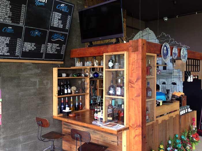 Meja Barista dan Bartender