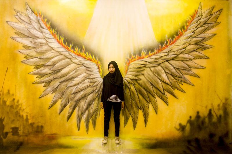 Ilusi sayap di The Illusion Batam