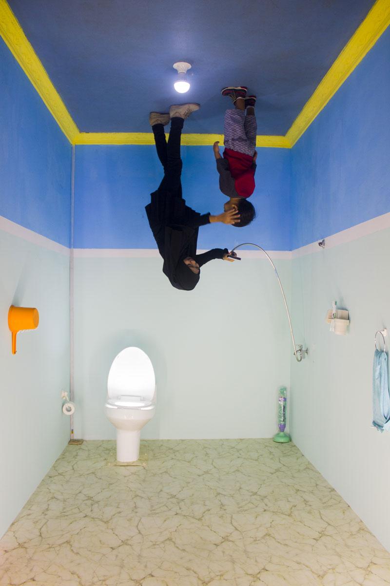 Kamar mandi terbalik