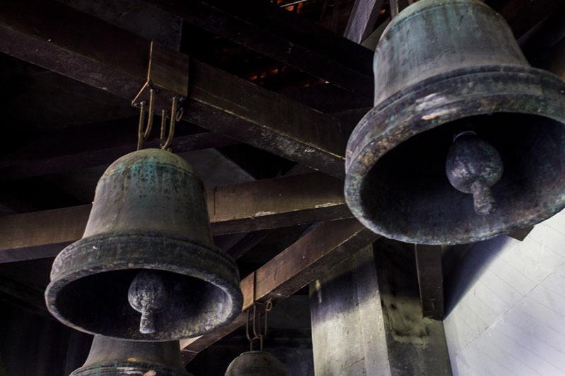 Lonceng yang seperti terbuat dari besi