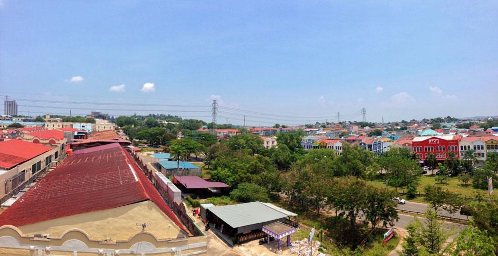 Pemandangan Kota Batam dari jendela kamar Hotel Zia Boutique