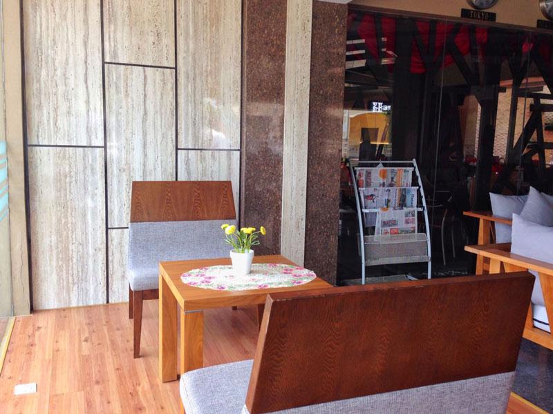 Salah satu sudut lounge yang saya suka