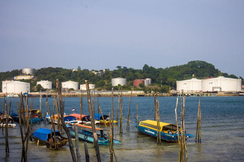 Pancung dengan background Pulau Sambu