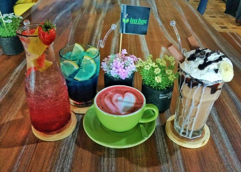 Shireen Maximess dan sajian minuman lainnya, photo by Eka Handa hijabtraveler.com