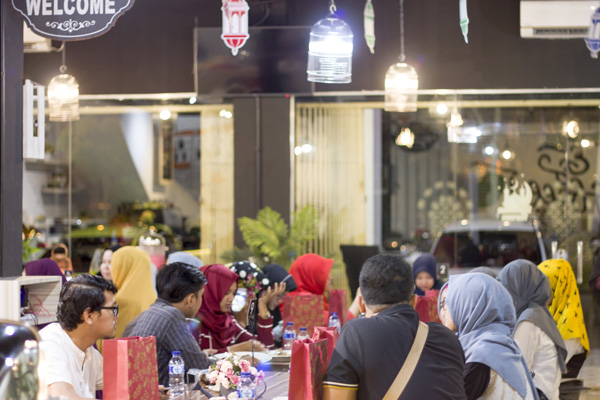 Suasana buka bareng di Tea Box Cafe